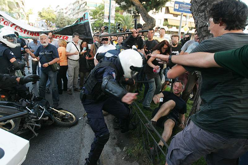 greek_police_attacks_solidaridy_to_gaza_protest_00046