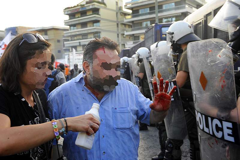 greek_police_attacks_solidaridy_to_gaza_protest_0007